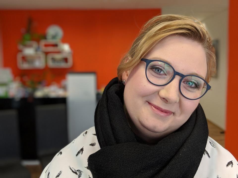 """Unsere Kundin nach dem Workshop """"Schminken zur Brille""""."""