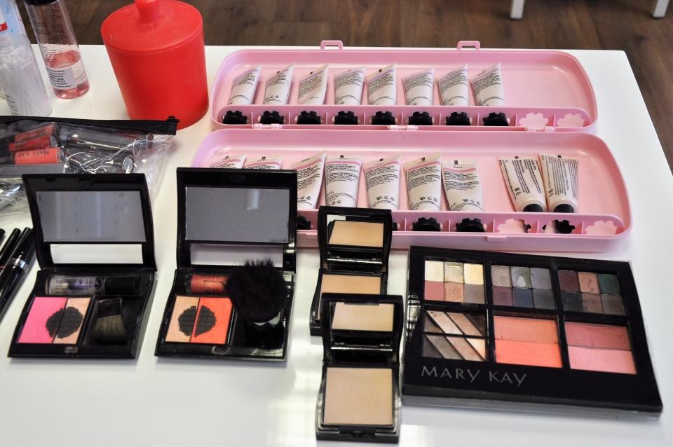 """Mary Kay Cosmetics für unseren Workshop """"Schminken zur Brille""""."""